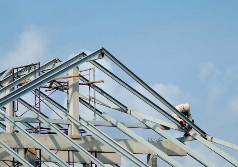 this image shows an expert roofer from tracy roofing companies